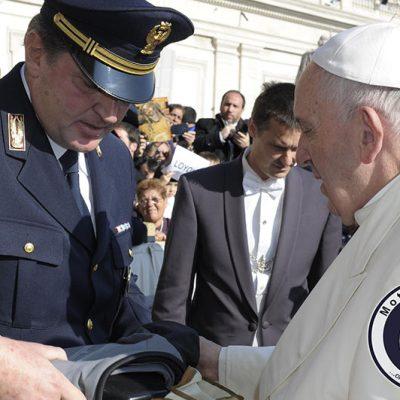 Bernardo Lepore Presidente MotoForPeace incontra Papa Francesco